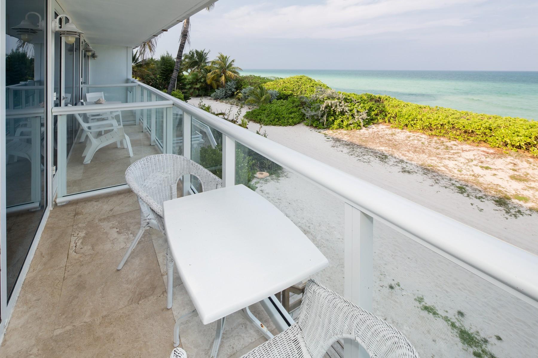 Copropriété pour l Vente à 5445 Collins Ave BTH-4 5445 Collins Ave BTH4 Miami Beach, Florida 33140 États-Unis
