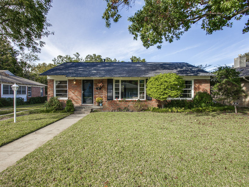 Single Family Home for Sale at Charming Cottage 6241 Sudbury Drive Dallas, Texas, 75214 United States