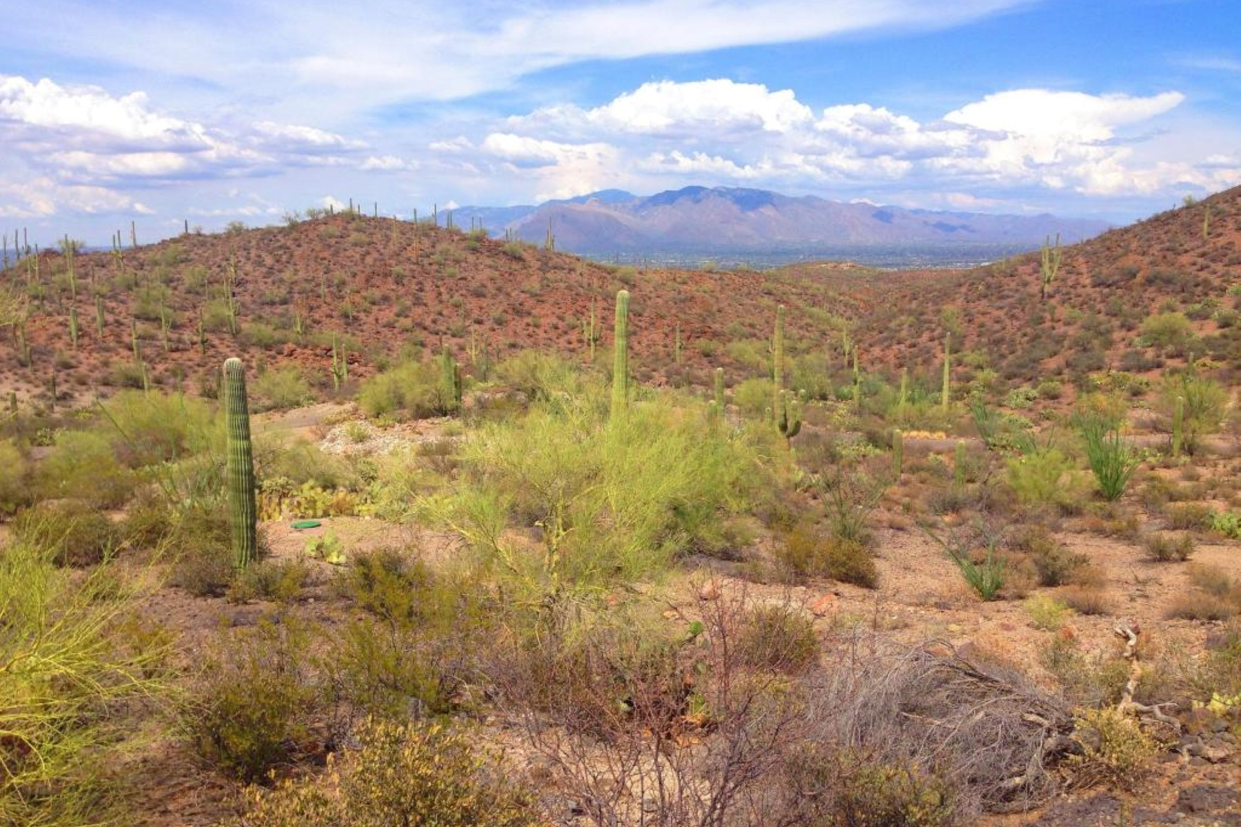 Land für Verkauf beim Stunning views from this private, gated Tucson Mountains lot 3825 N Avenida Dos Vistas Tucson, Arizona, 85745 Vereinigte Staaten
