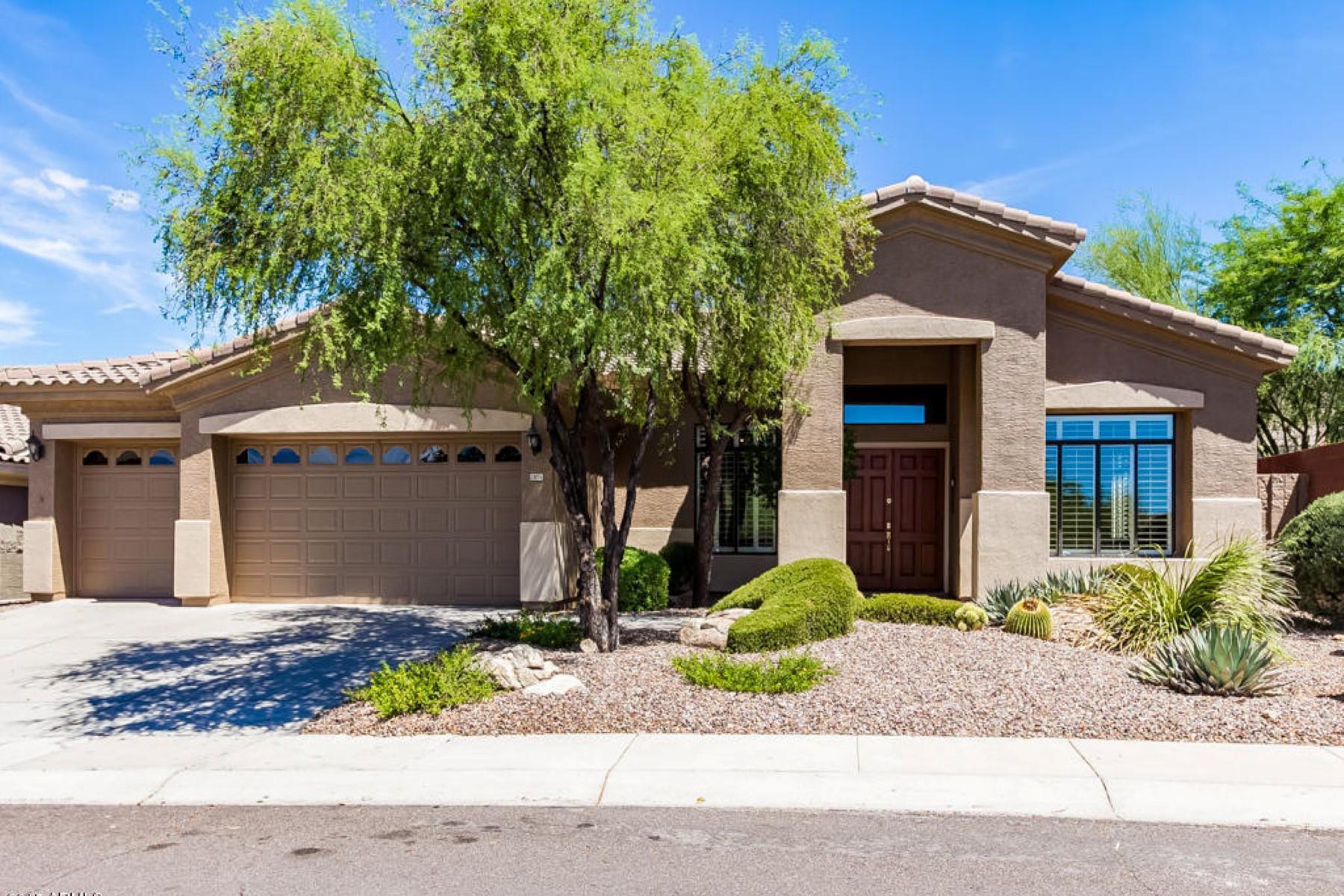 Casa para uma família para Venda às Home with amazing views of the Mcdowell mountains. 13076 E POINSETTIA DR Scottsdale, Arizona 85259 Estados Unidos