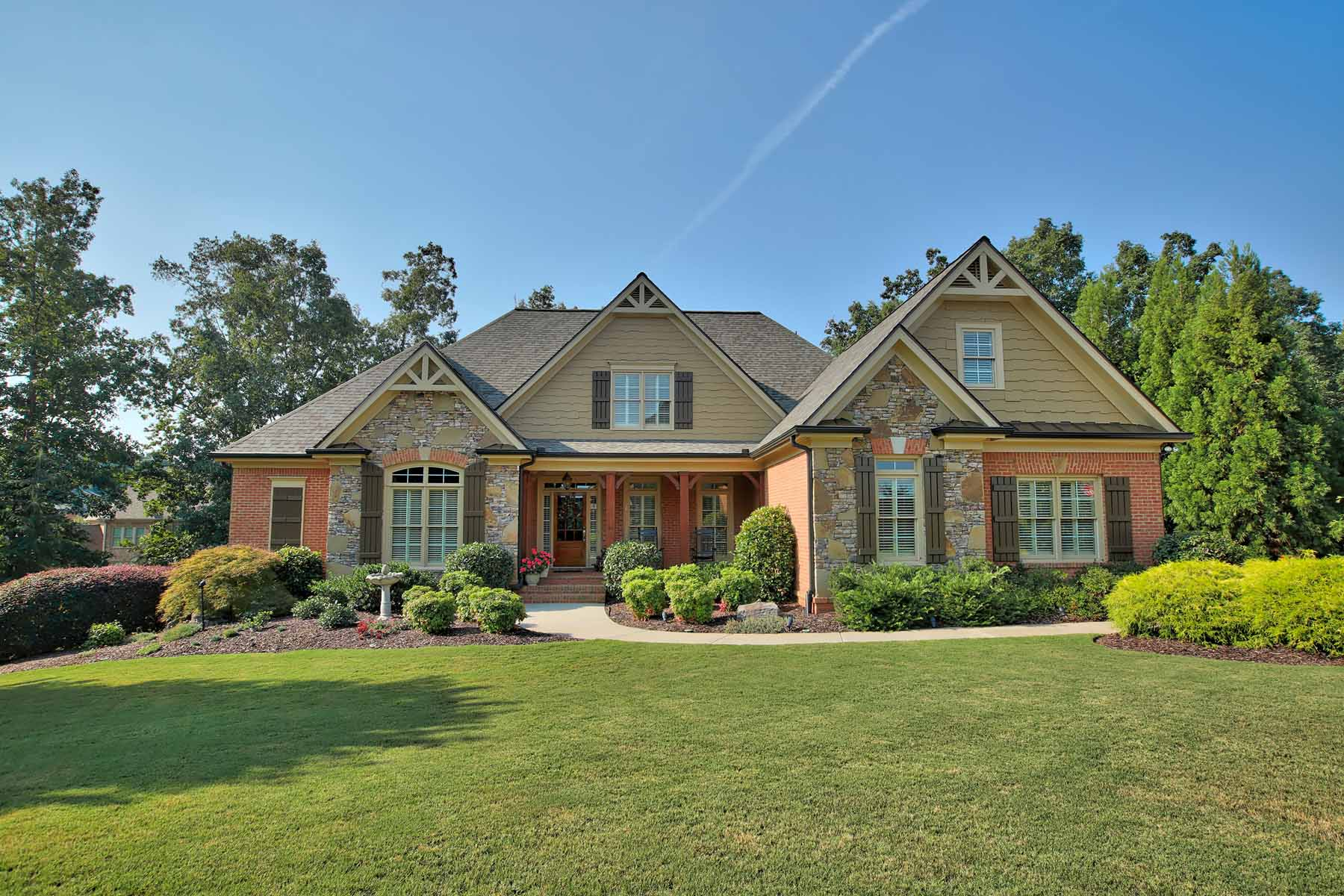 Villa per Vendita alle ore Custom Built Home on Beautiful Lot 5845 Boulder Bluff Drive Cumming, Georgia, 30040 Stati Uniti
