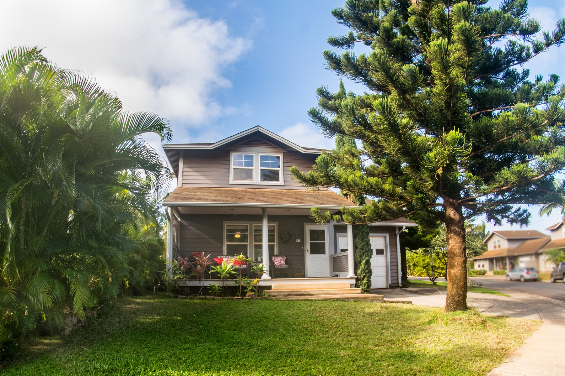 Single Family Home for Sale at LOCATION! Charming 3 Bed, 2.5 Bath Single Family Home 17 Hoaka Place Lahaina, Hawaii 96761 United States