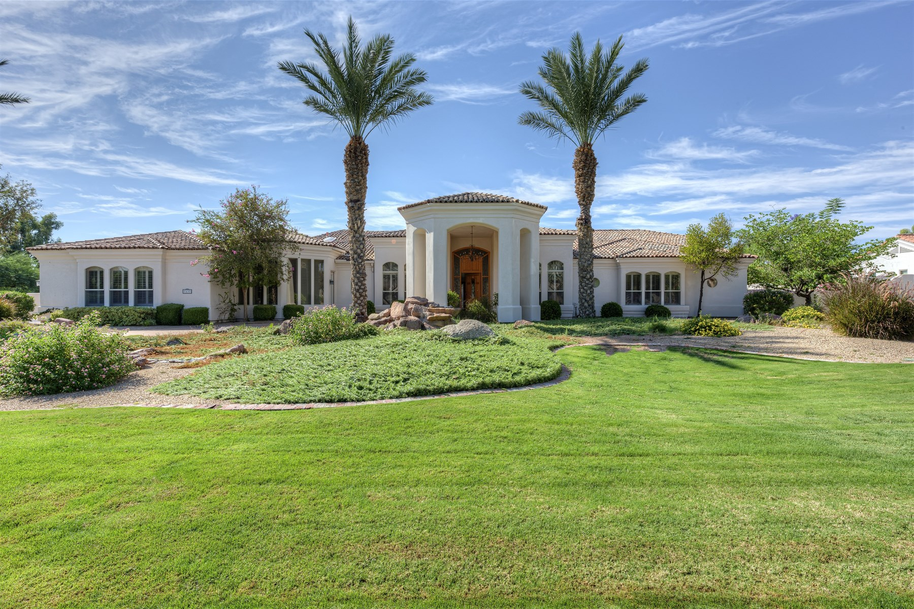 Casa para uma família para Venda às Rare opportunity to enjoy privacy in the exclusive gated community, Cheney Place 7137 E Bluebird Ln Paradise Valley, Arizona 85253 Estados Unidos