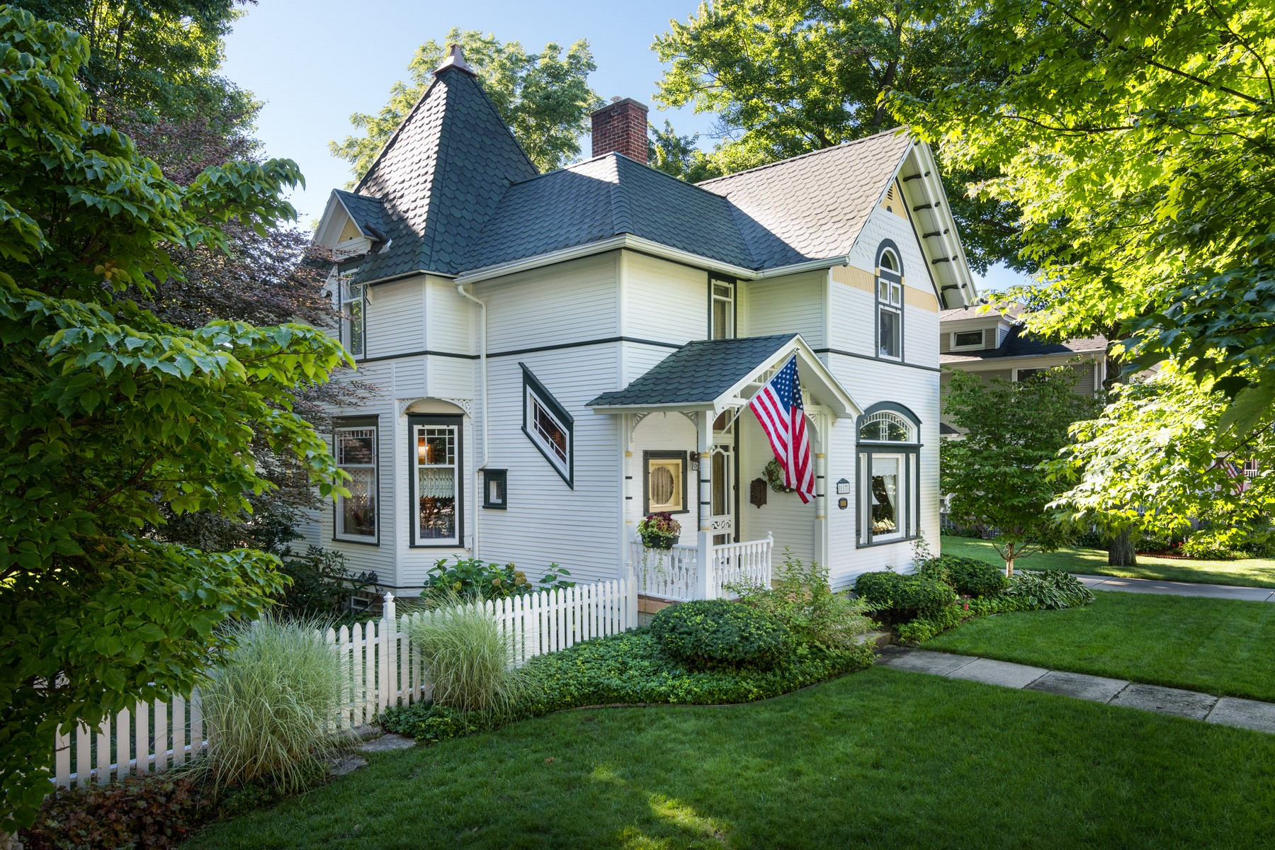 Casa Unifamiliar por un Venta en Charming Victorian 117 S. Church Zeeland, Michigan, 49464 Estados Unidos
