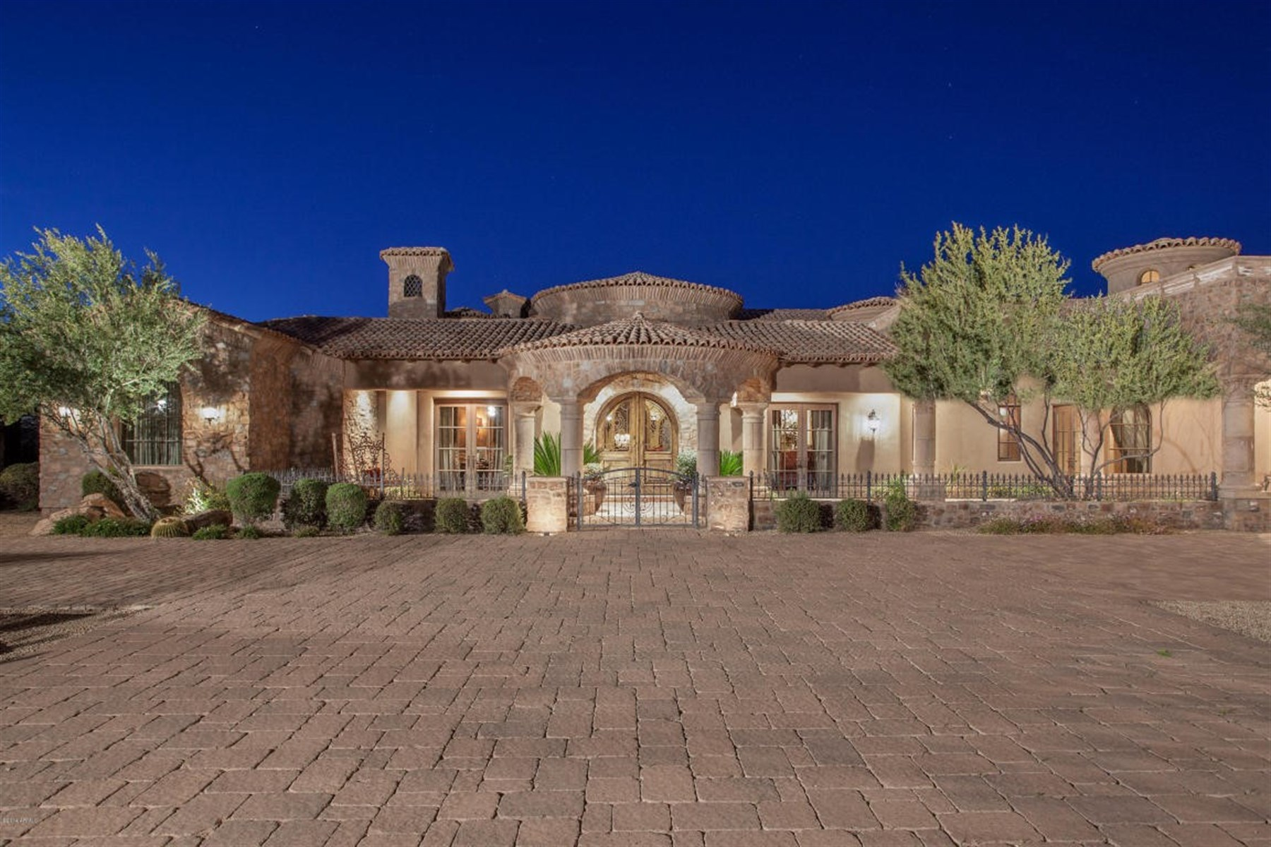 Single Family Home for Sale at Incredible sprawling estate situated on 8.75 acres of beautiful Sonoran Desert 8143 E Stagecoach Pass Scottsdale, Arizona, 85266 United States