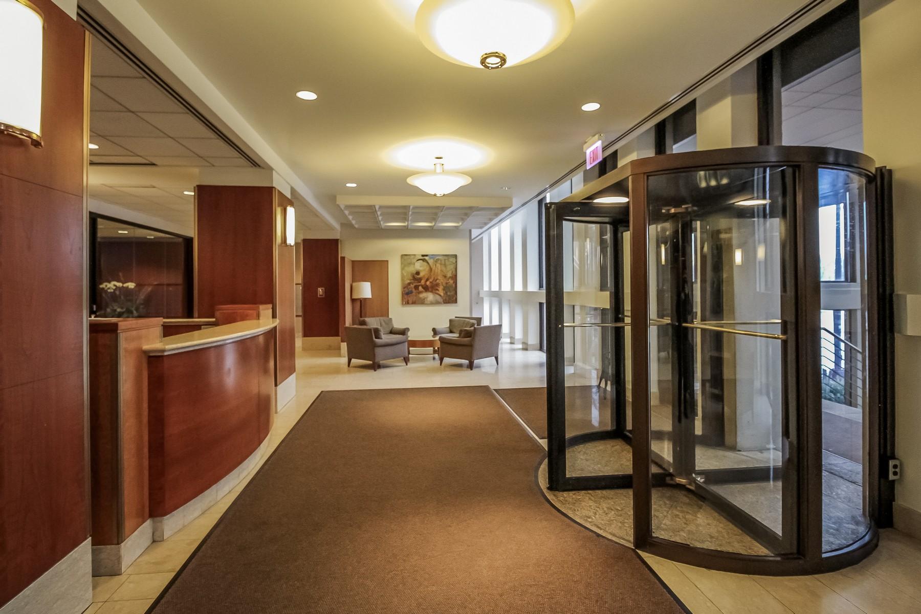 共管式独立产权公寓 为 销售 在 Three Bedroom Masterpiece 1660 N LaSalle Drive Unit 3108 Near North Side, 芝加哥, 伊利诺斯州 60614 美国