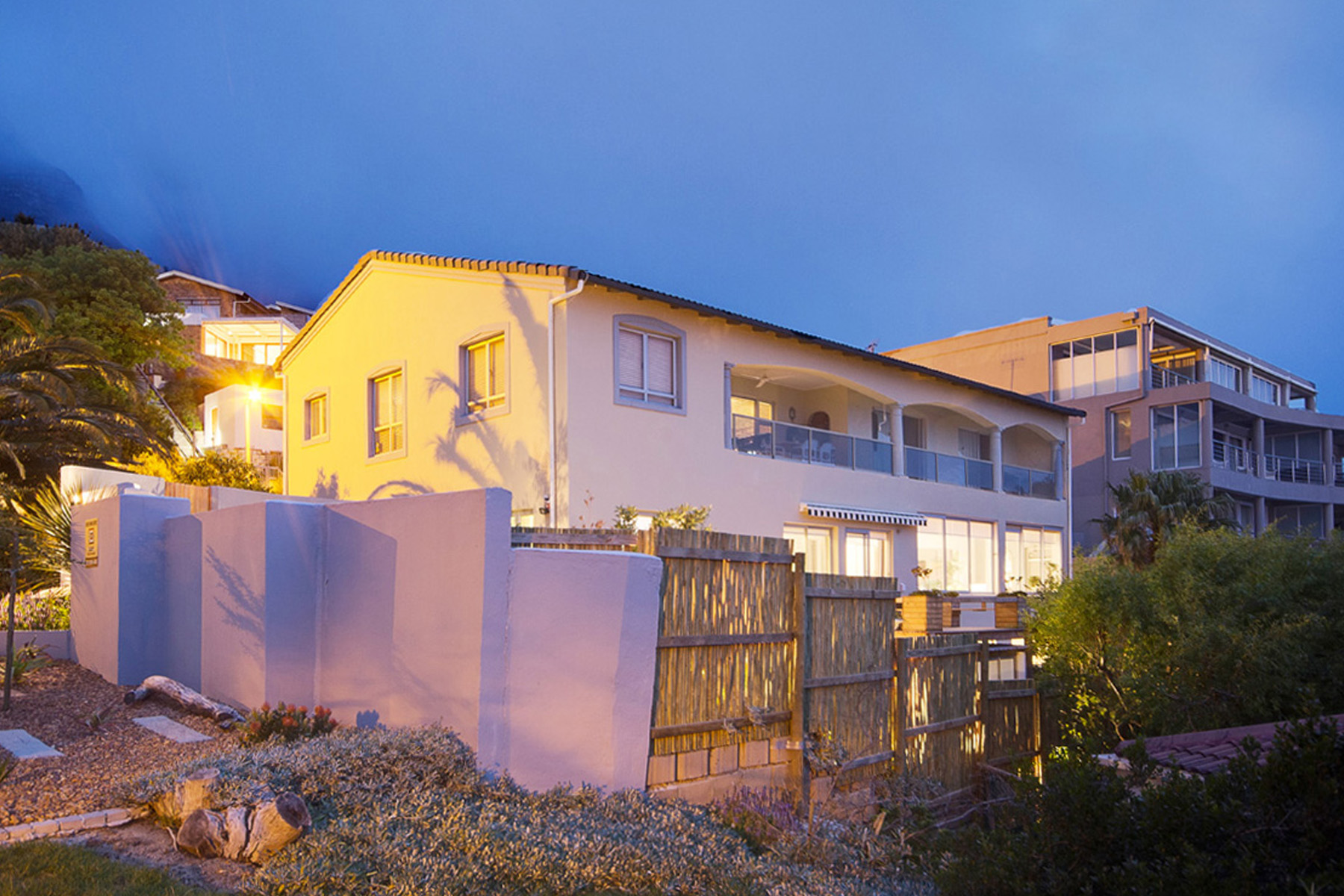 Appartement pour l Vente à A great investment offering dual living. Cape Town, Cap-Occidental 8005 Afrique Du Sud