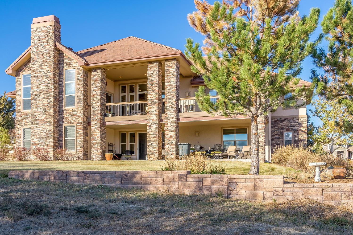 Maison unifamiliale pour l Vente à Very private custom ranch walkout on 1.4 acres at the back of a quiet cul-de-sac 4900 Wilderness Pl Parker, Colorado, 80134 États-Unis