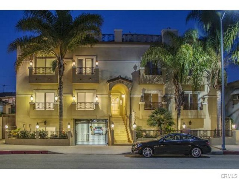 Townhouse for Sale at 1712 Barrington #1 Los Angeles, California 90025 United States