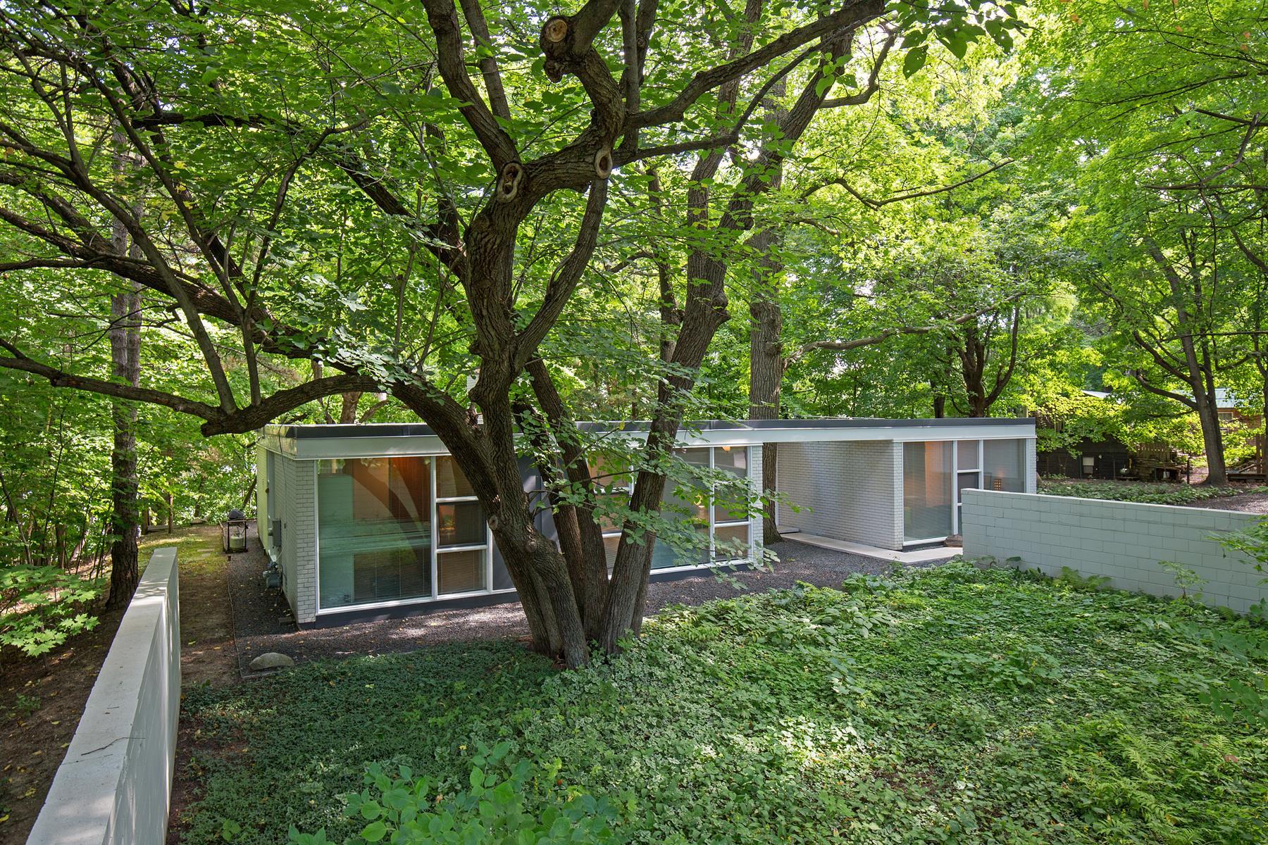 Casa para uma família para Venda às 6699 Mohawk Drive Chanhassen, Minnesota 55317 Estados Unidos