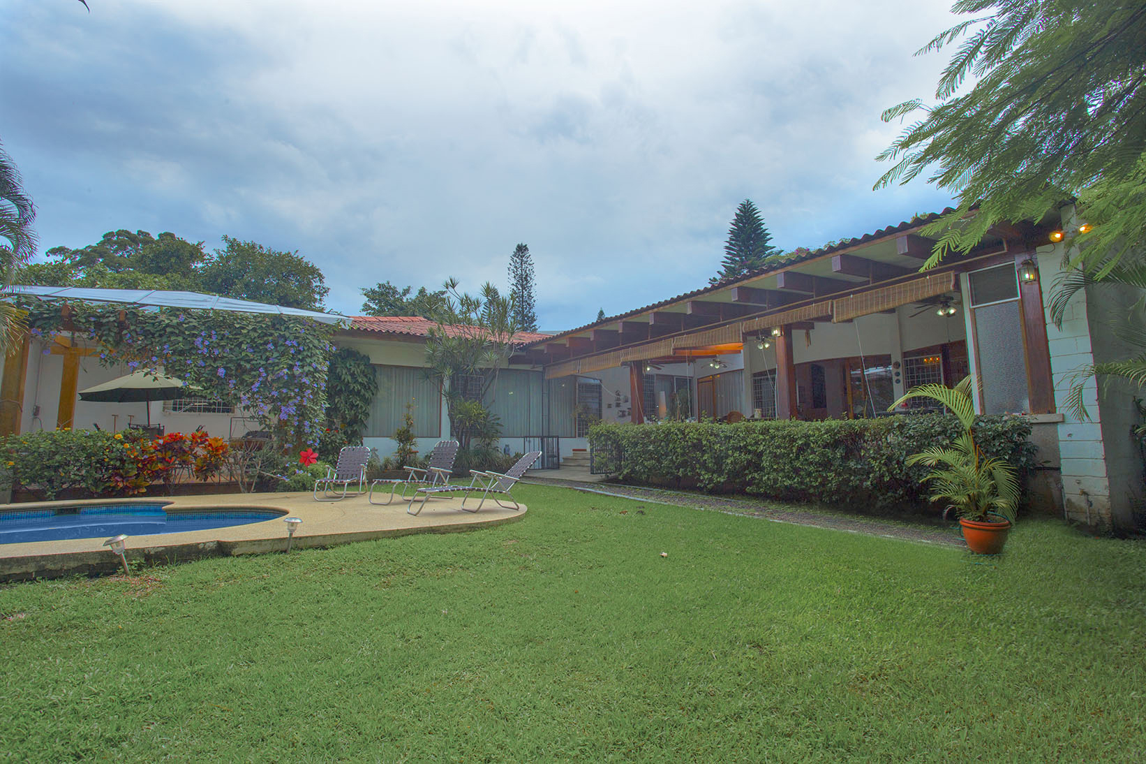 Частный односемейный дом для того Продажа на Pool Residence in Escazu Escazu, Сан-Хосе, Коста-Рика