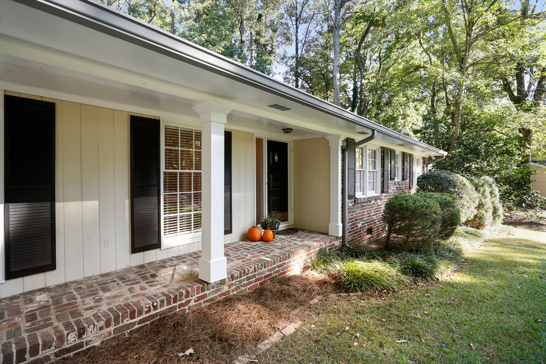Additional photo for property listing at Exceptional Value In Sandy Springs 5795 Greenbrier Road Sandy Springs, Georgia 30328 Stati Uniti