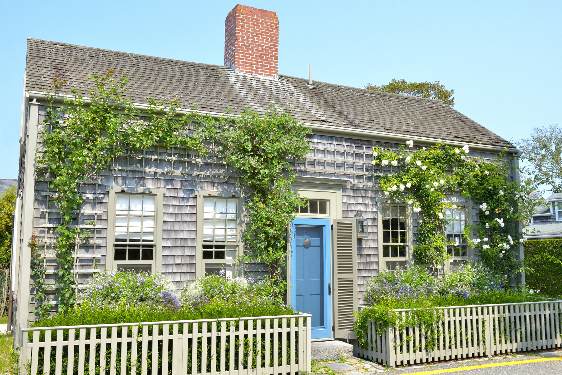 Casa Unifamiliar por un Venta en Peaceful Haven 9 Beaver Street Nantucket, Massachusetts 02554 Estados Unidos