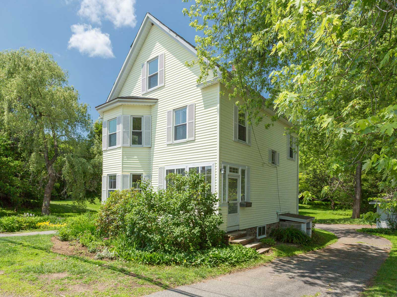 Single Family Home for Sale at New Englander near Kittery Foreside 159 Whipple Road Kittery, Maine 03904 United States