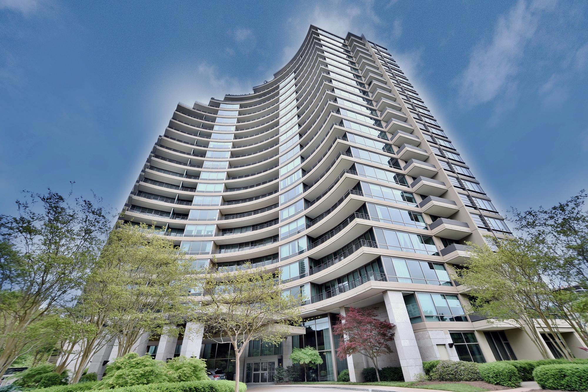 콘도미니엄 용 매매 에 Luxury Living in Buckhead 700 Park Regency Place No. 1108 Atlanta, 조지아, 30326 미국