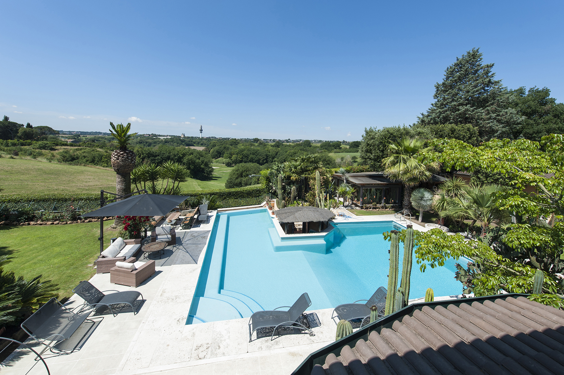 Additional photo for property listing at Wonderful Villa with pool in the northern site of the city Via di Valle Vescovo Rome, Rome 00189 Italy