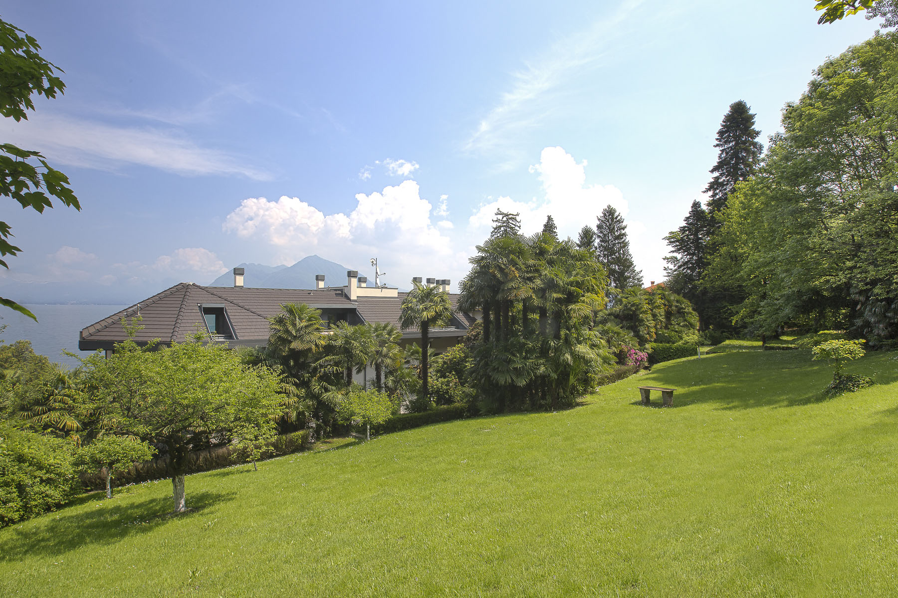 Additional photo for property listing at An alluring lakefront villa in the enchanting Stresa  Stresa, Verbano Cusio Ossola 28838 Italien