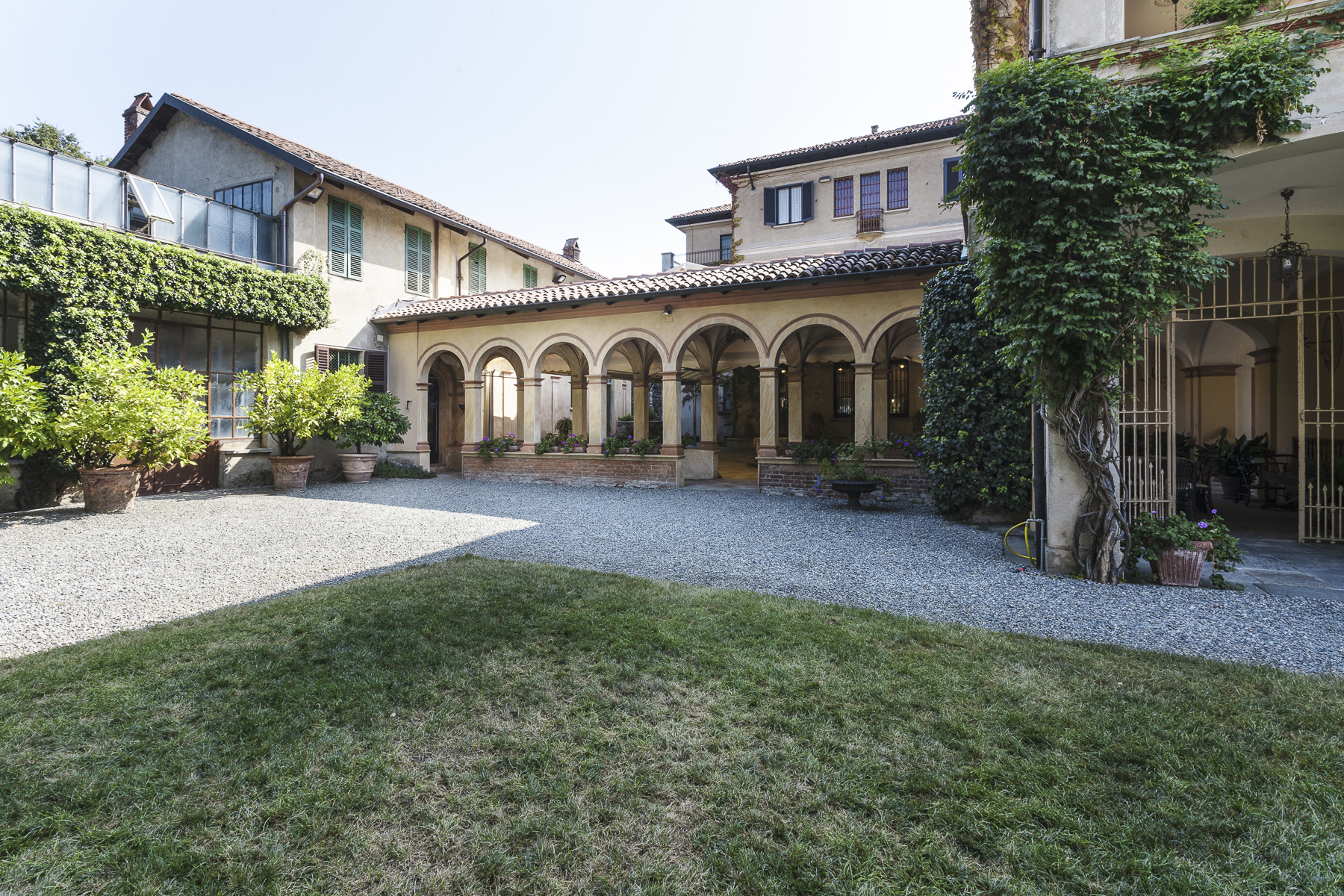 Additional photo for property listing at Unique Villa with swimming pool Piazza Rampone Roppolo, Belluno 13883 Italie