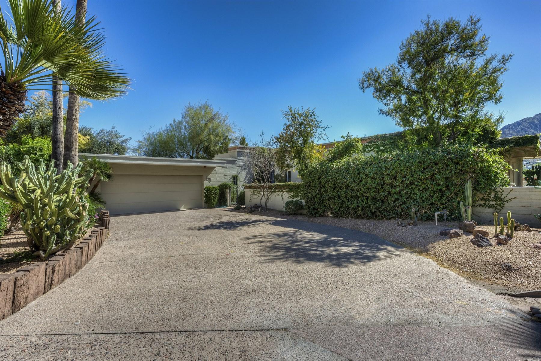 Частный односемейный дом для того Продажа на Soft Contemporary has been highly upgraded and expanded 5434 E Lincoln Dr #39 Paradise Valley, Аризона, 85253 Соединенные Штаты