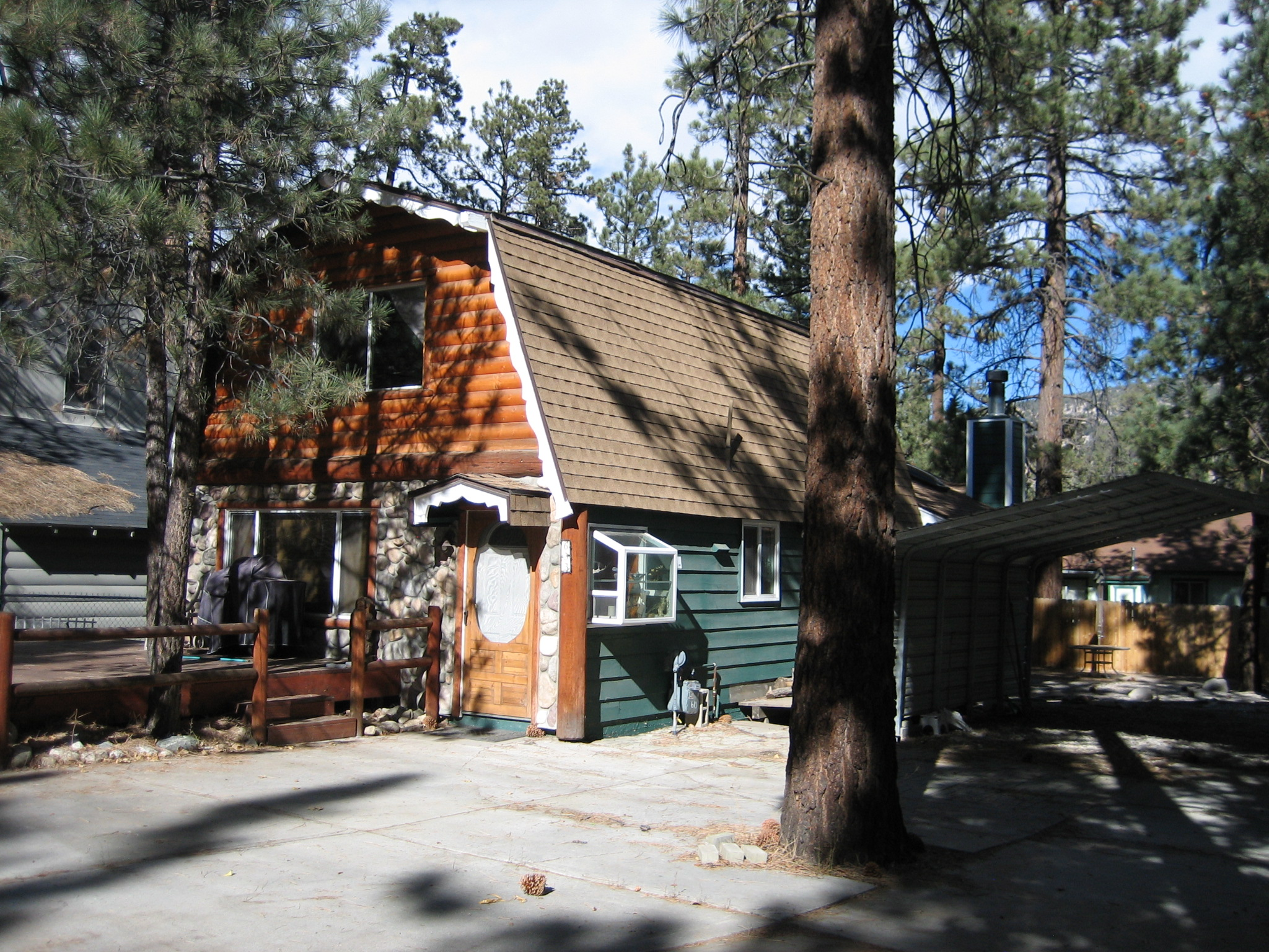 Moradia para Venda às 633 Irving Big Bear City, Califórnia, 92314 Estados Unidos