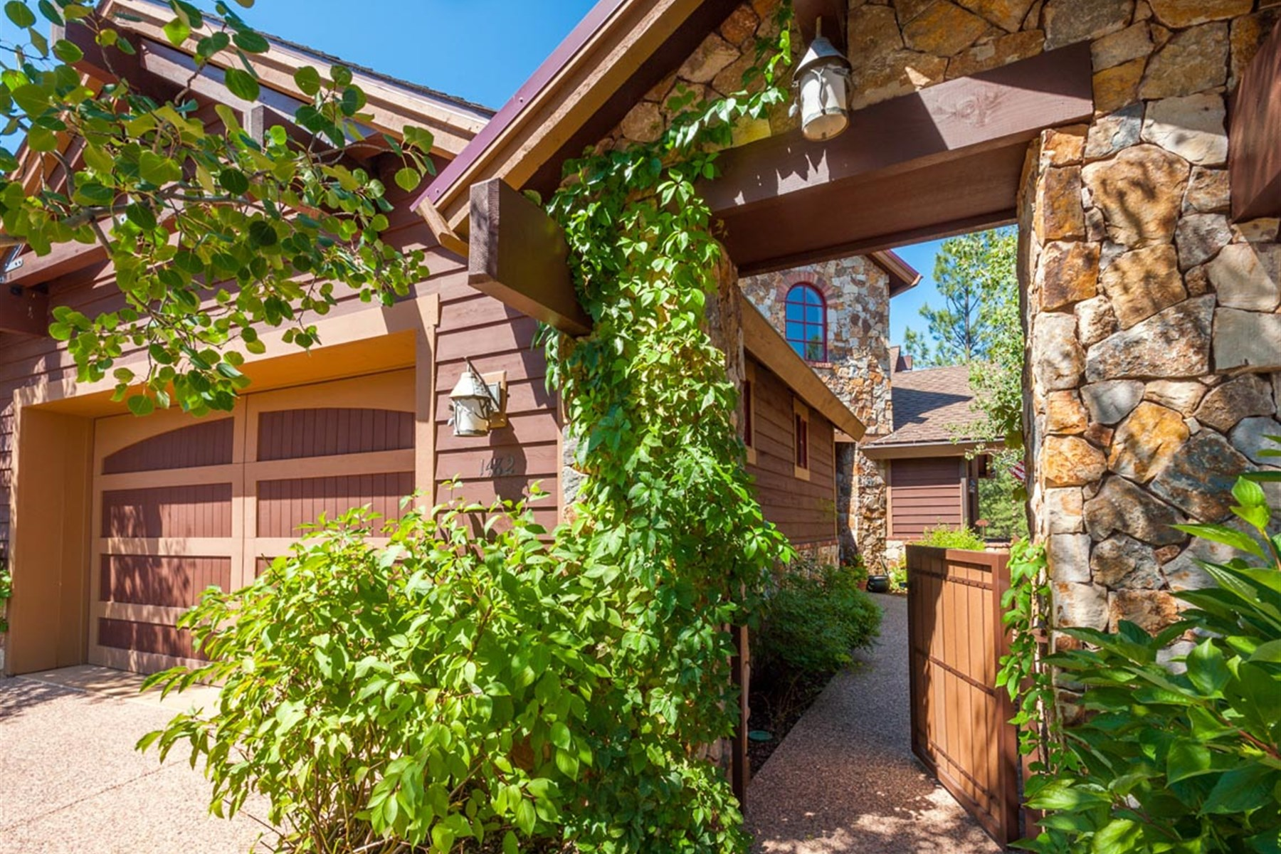 Vivienda unifamiliar por un Venta en Stunning Elk Pass Townhome located in the prestigious Pine Canyon Golf Community 1482 E Castle Hills DR Flagstaff, Arizona 86005 Estados Unidos