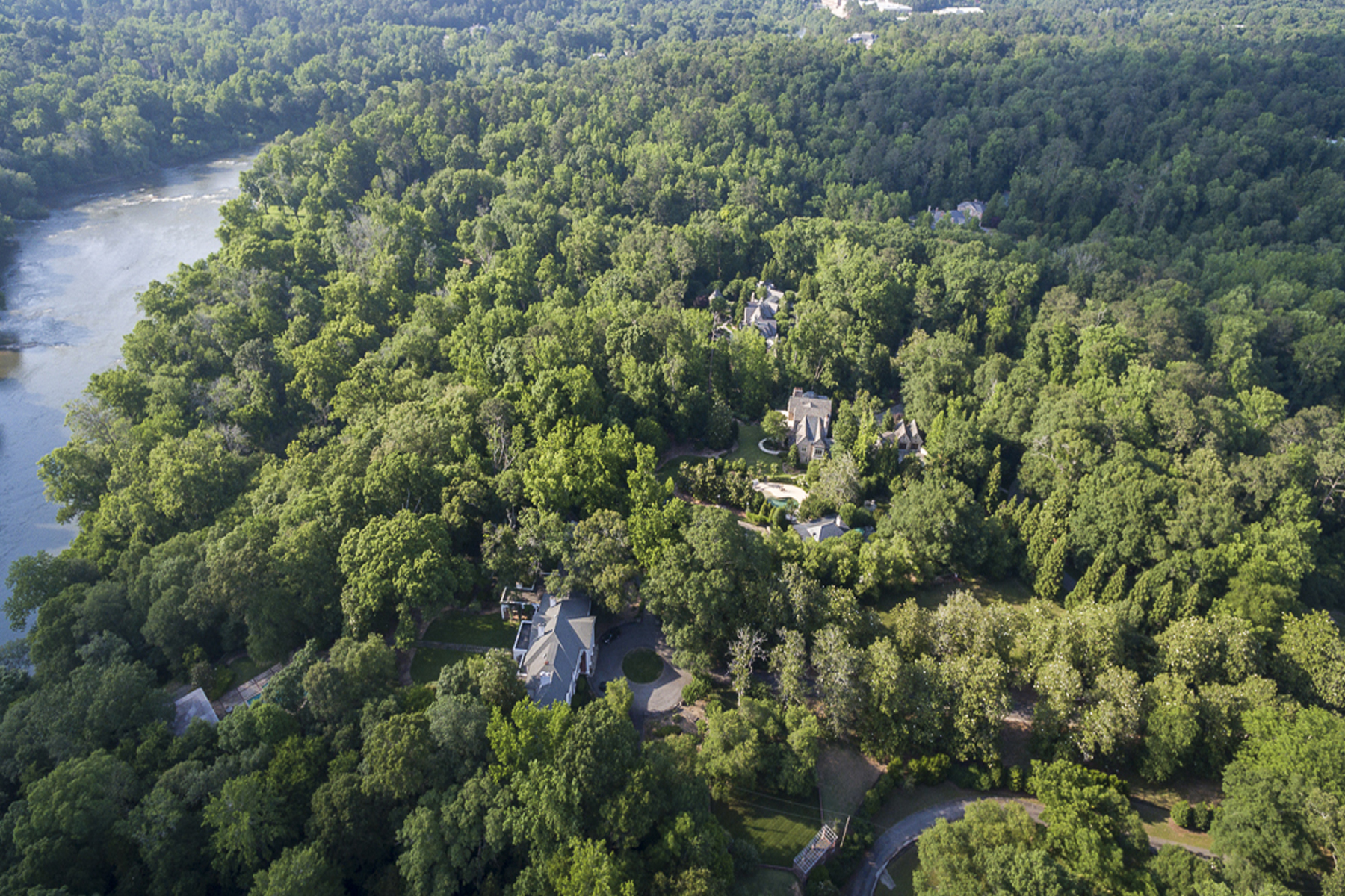 Частный односемейный дом для того Продажа на Extraordinary And Unique Three Home Compound 2042 West Paces Ferry Road Buckhead, Atlanta, Джорджия, 30327 Соединенные Штаты