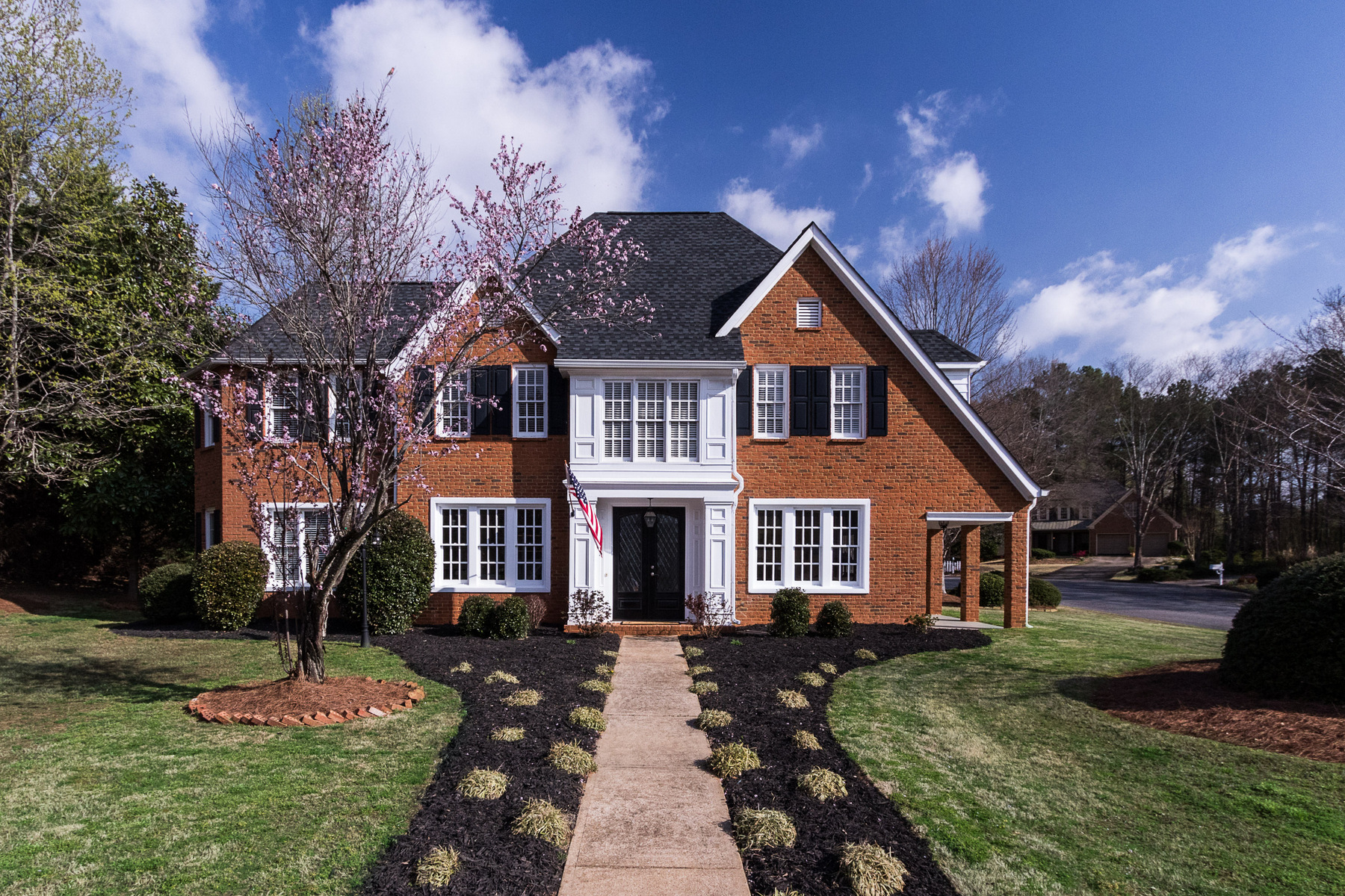 Casa Unifamiliar por un Venta en Gorgeous Updated Home Near Downtown Alpharetta 5225 Hunters Oaks Drive Alpharetta, Georgia, 30009 Estados Unidos