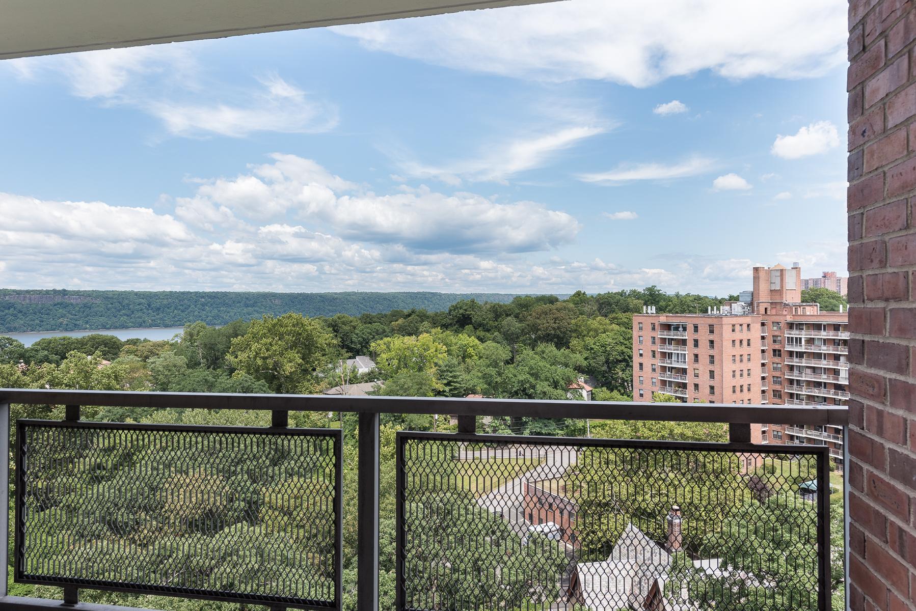 Cooperativa para Venda às Sun-filled 3 BR with Terrace and River View 4705 Henry Hudson Parkway 11E Riverdale, Nova York 10471 Estados Unidos