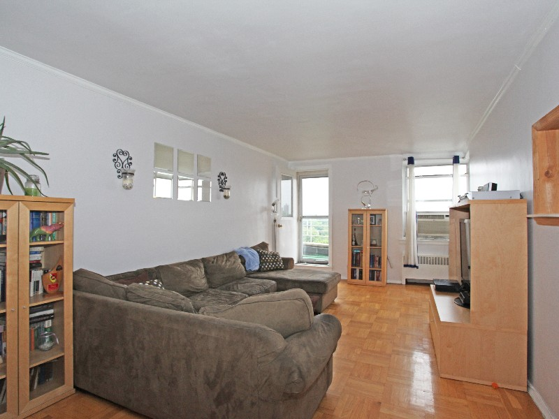 Property For Sale at Beautiful and Huge 3 BR Co-op