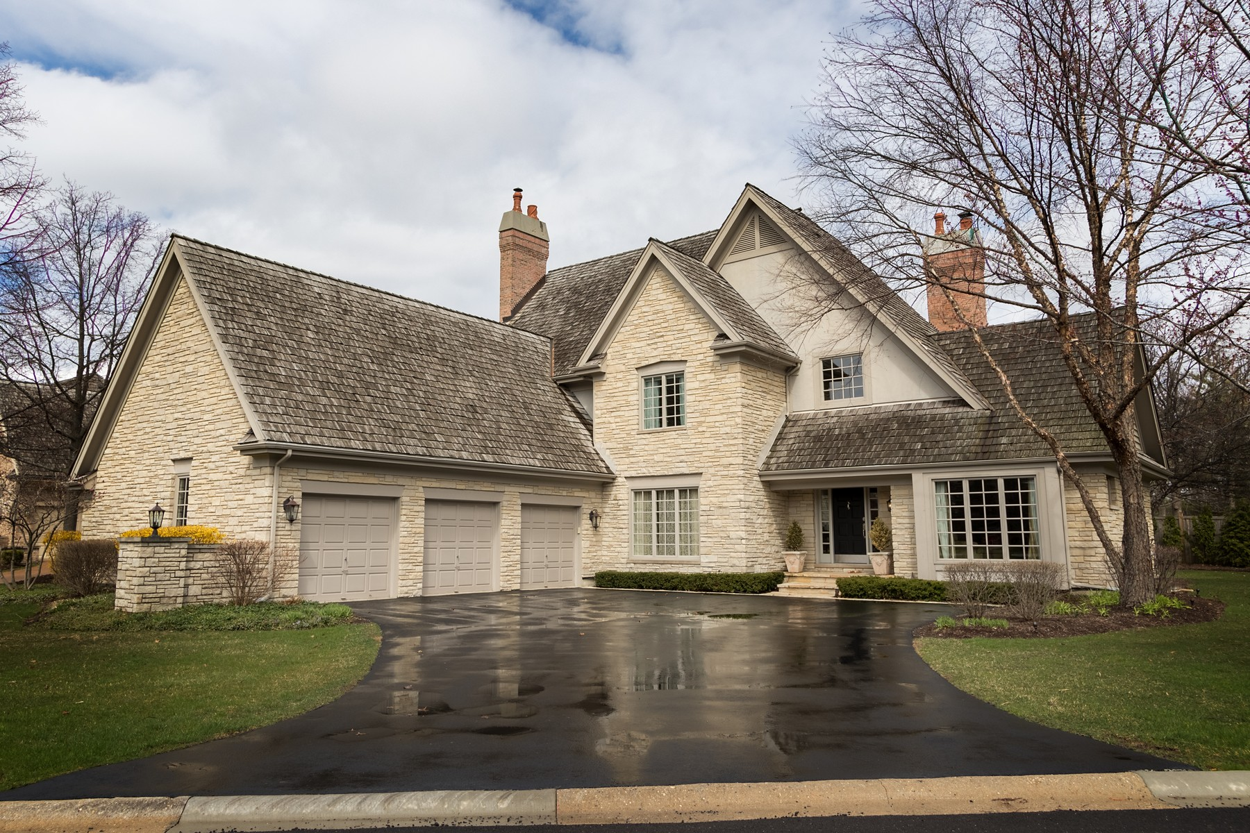 Single Family Home for Sale at Meticulously Maintained Home 107 Lakeside Court North Barrington, Illinois, 60010 United States