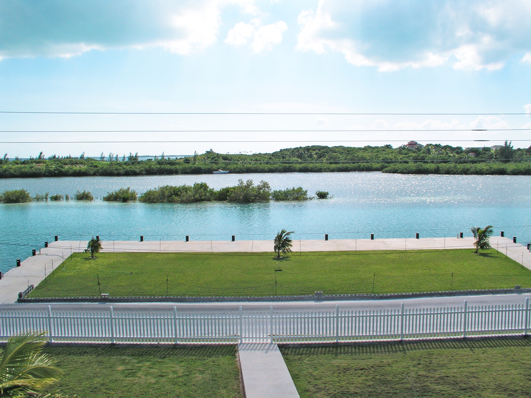 Additional photo for property listing at Seaside Villa - Harbour Front Spanish Wells, Eleuthera Bahamas