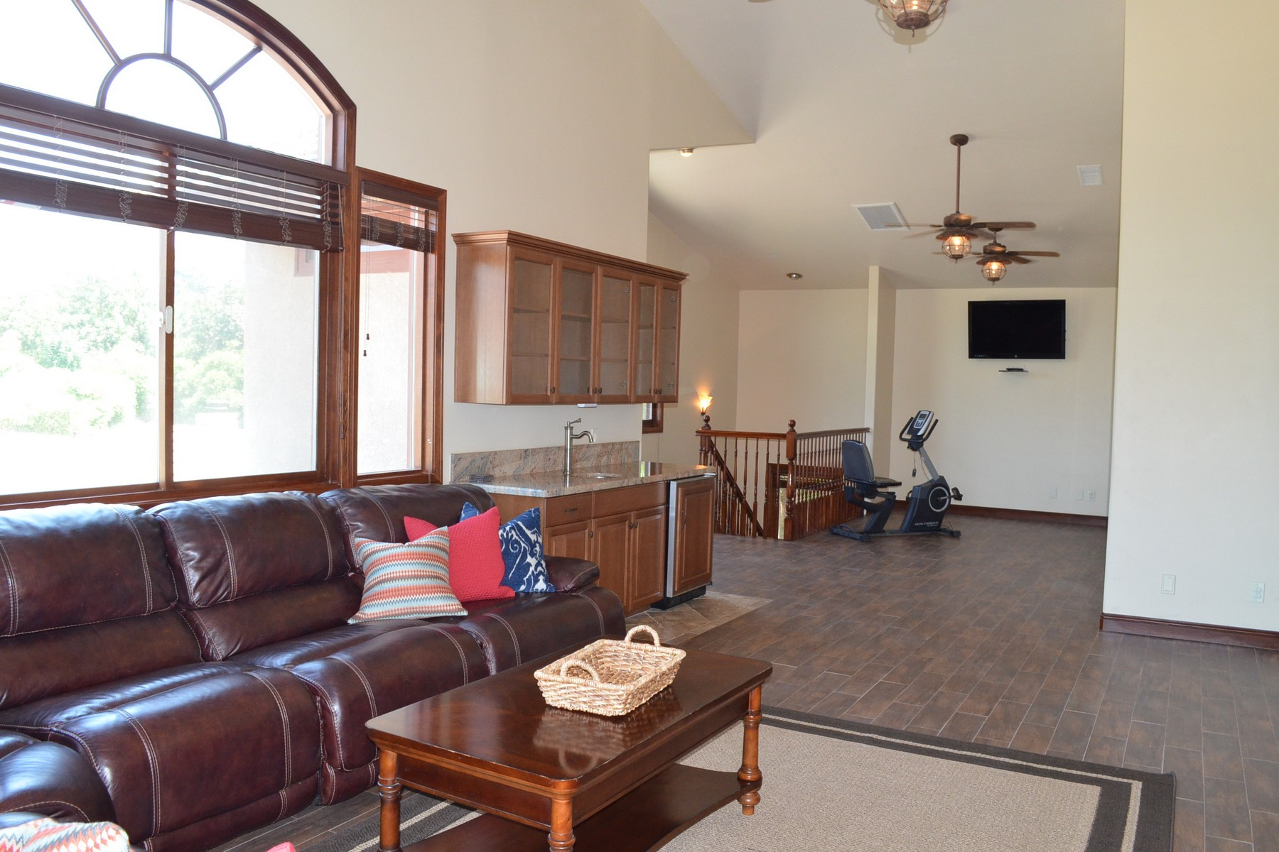 Additional photo for property listing at 1291 Summit Place  Escondido, California 92027 United States