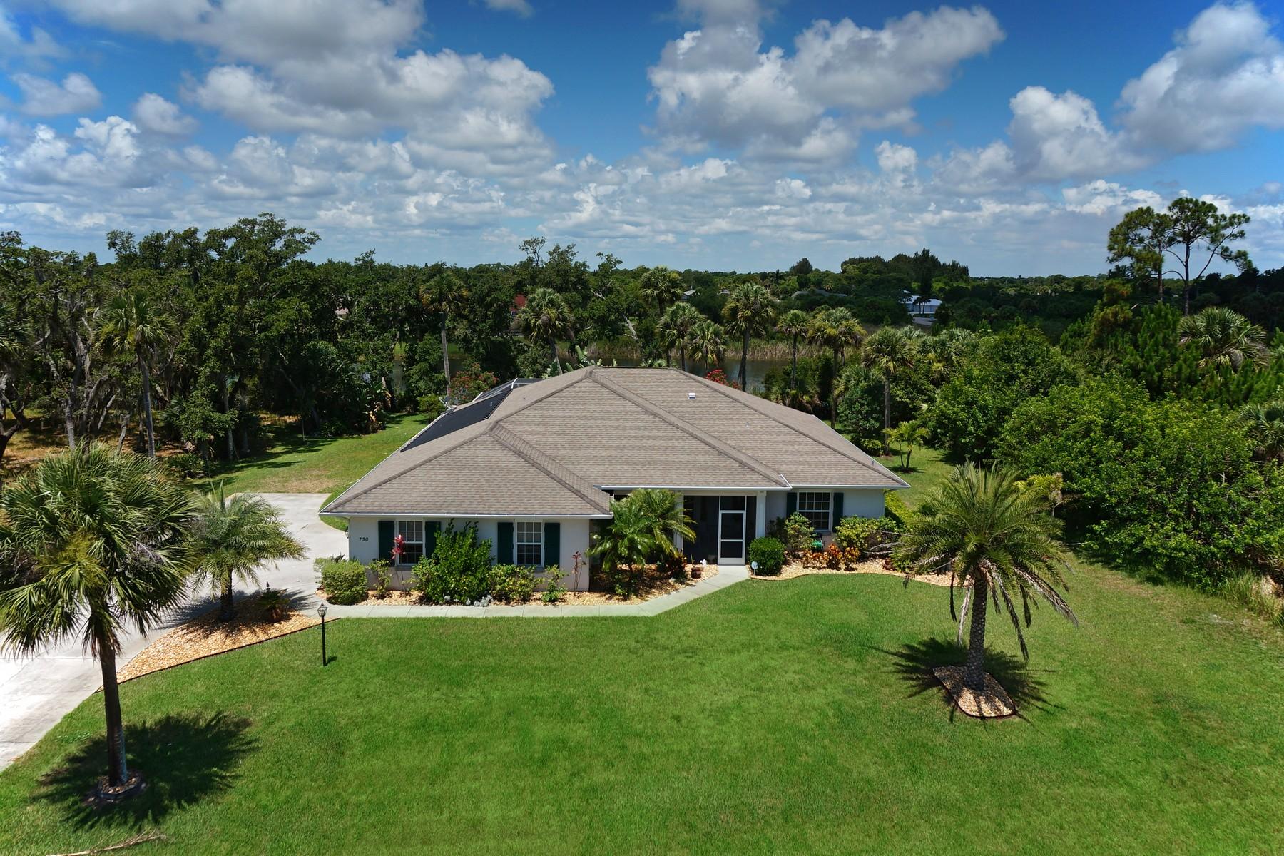단독 가정 주택 용 매매 에 Scenic Lakefront Home 730 S Easy Street Sebastian, 플로리다 32958 미국