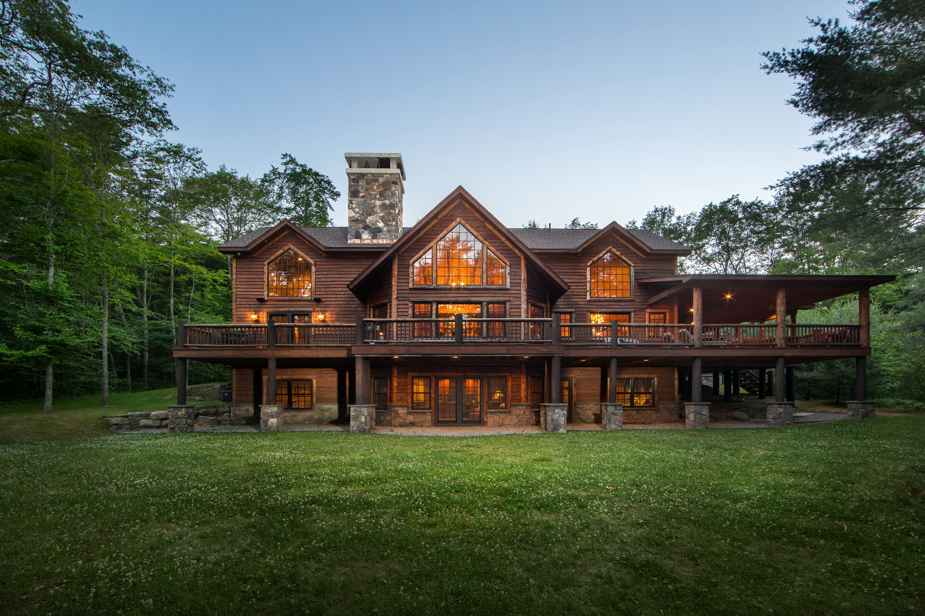 Maison unifamiliale pour l Vente à The Forest Edge Lodge at The Chapin Estate 427 Woodstone Trail Bethel, New York, 12720 États-Unis