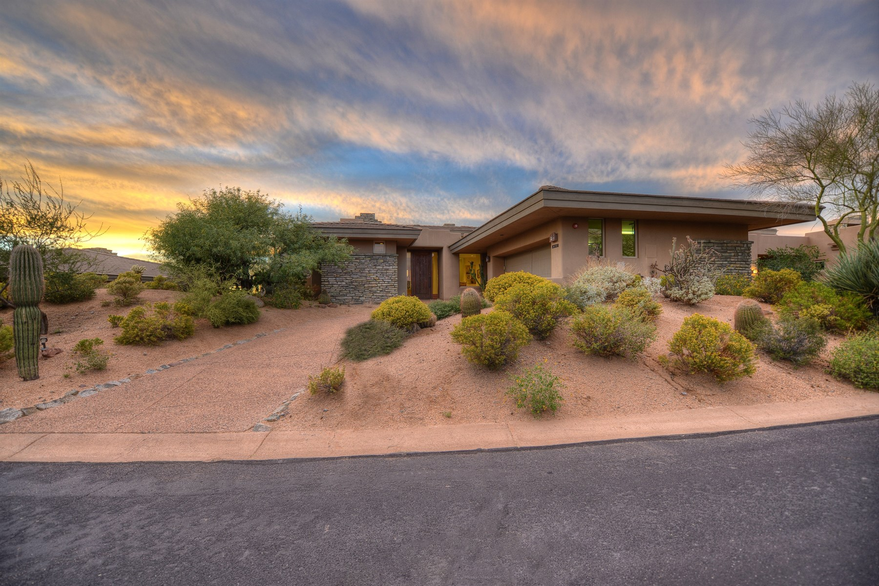 Maison unifamiliale pour l Vente à Furnished Turn-Key Patio Home With Timeless Views In Desert Mountain 10238 E Old Trail Rd Scottsdale, Arizona 85262 États-Unis