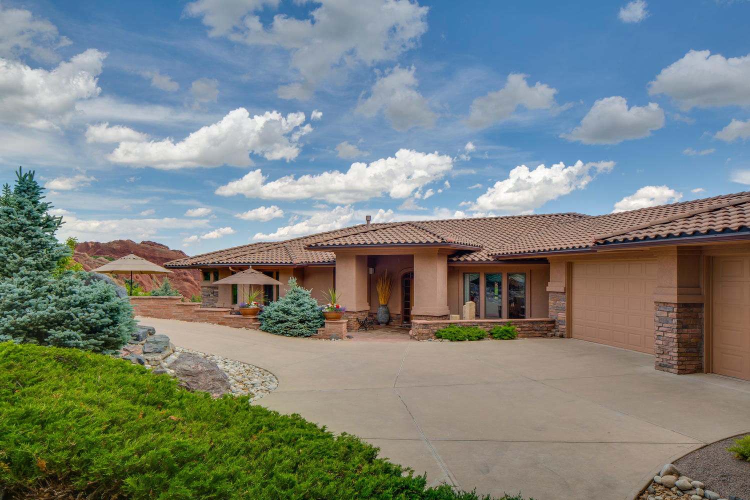 Single Family Home for Sale at Situated in the desirable community of Roxborough Park 10184 Sumac Run Littleton, Colorado, 80125 United States
