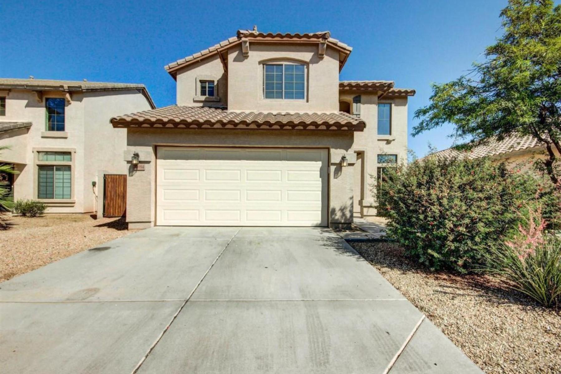 Nhà ở một gia đình vì Bán tại Nestled in a fabulous community complete with a lake. 20994 N LEONA BLVD Maricopa, Arizona 85138 Hoa Kỳ