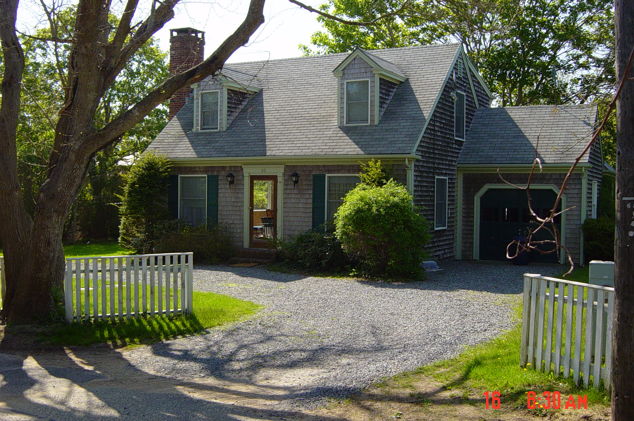 Maison unifamiliale pour l Vente à Charming 3 Bedroom Cape 20 Mullen Way Edgartown, Massachusetts 02539 États-Unis