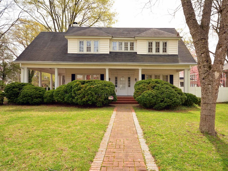 Single Family Home for Sale at Bell House 304 N. Main St Warrenton, North Carolina 27589 United StatesIn/Around: Raleigh