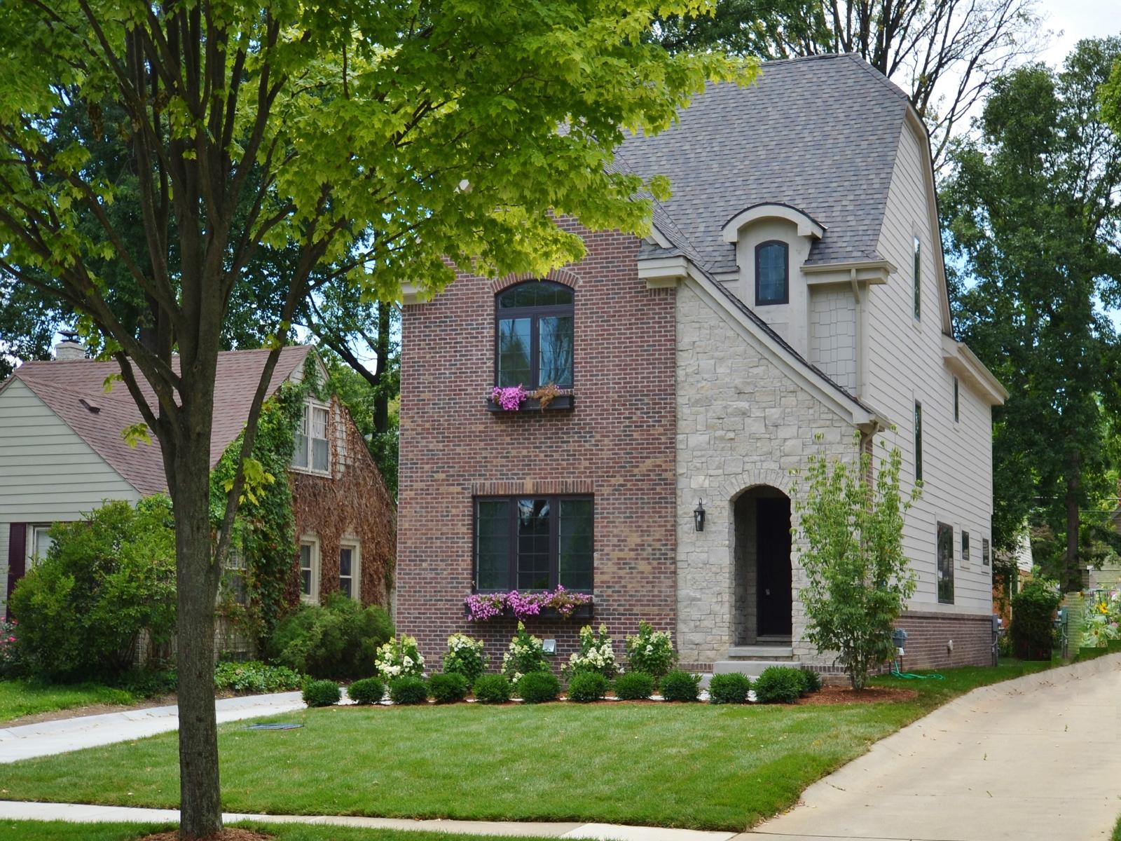 Maison unifamiliale pour l Vente à Birmingham 1786 S Bates Street Birmingham, Michigan 48009 États-Unis