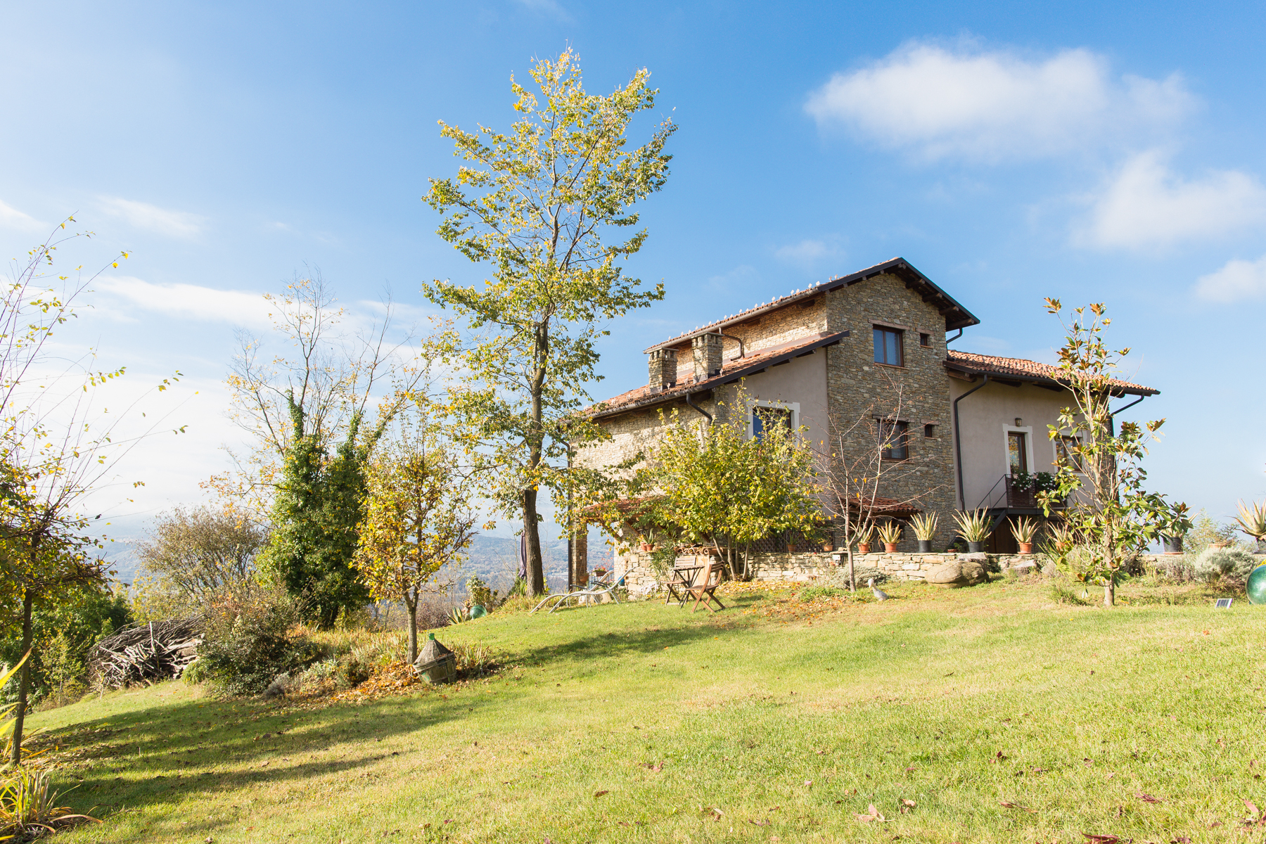 Single Family Home for Sale at Cozy Country Home overlooking the Langhe Località Monaca Castellino Tanaro, Cuneo 12060 Italy
