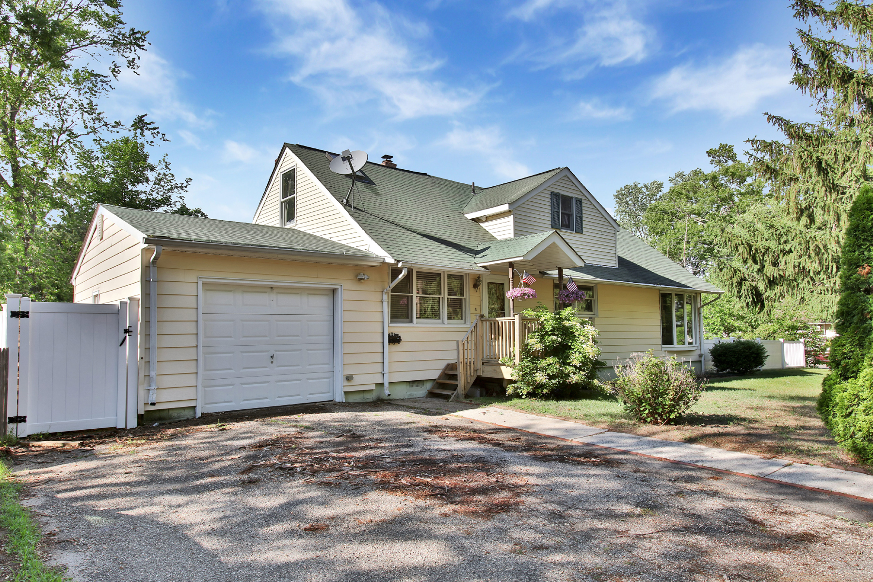 Single Family Home for Sale at Expanded Cape On Spacious Lot 139 Taft Drive Brick, New Jersey, 08724 United States