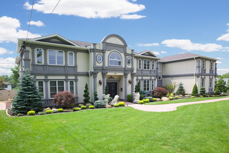 独户住宅 为 销售 在 European Opulence 260 Parsells Lane 克洛斯特, 新泽西州 07624 美国