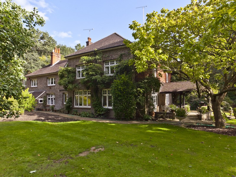 Single Family Home for Sale at Cobham Other England, England KT11 1DY United Kingdom