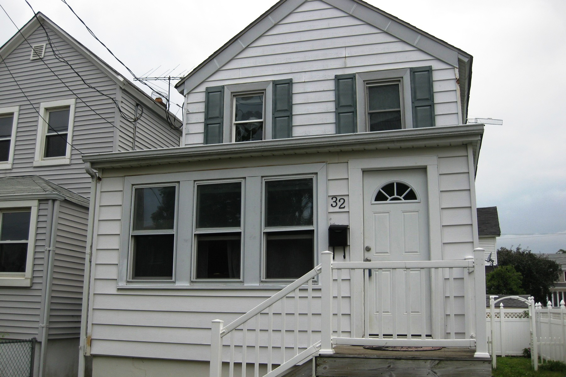 Single Family Home for Sale at Jersey Shore Cottage 32 North St. Highlands, New Jersey 07732 United States