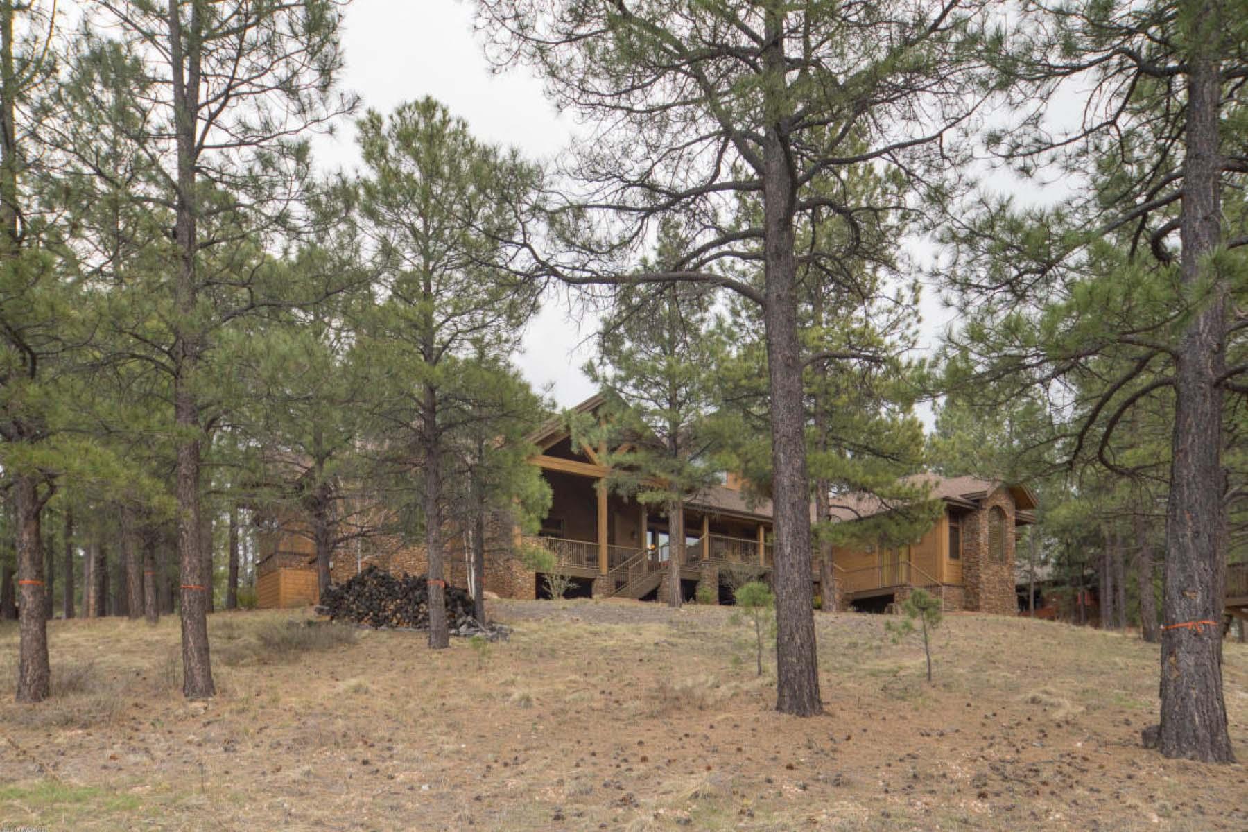 Nhà ở một gia đình vì Bán tại Stunning mountain retreat in the community of Forest Highlands Golf Club. 2098 Cecil Richardson Flagstaff, Arizona 86005 Hoa Kỳ