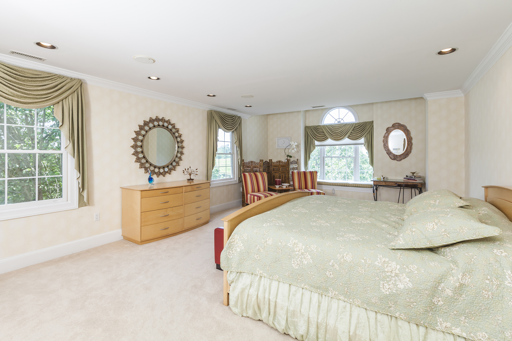 Additional photo for property listing at Live in Spa Luxury - Hopewell Township 2 Nobadeer Drive Pennington, New Jersey 08534 United States