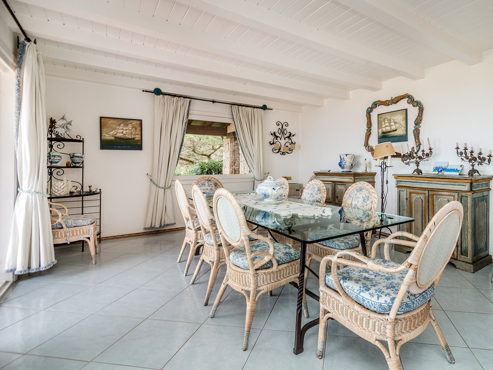 Additional photo for property listing at Villa in Sardinian style with private garden Porto Rotondo, Olbia Tempio Italia
