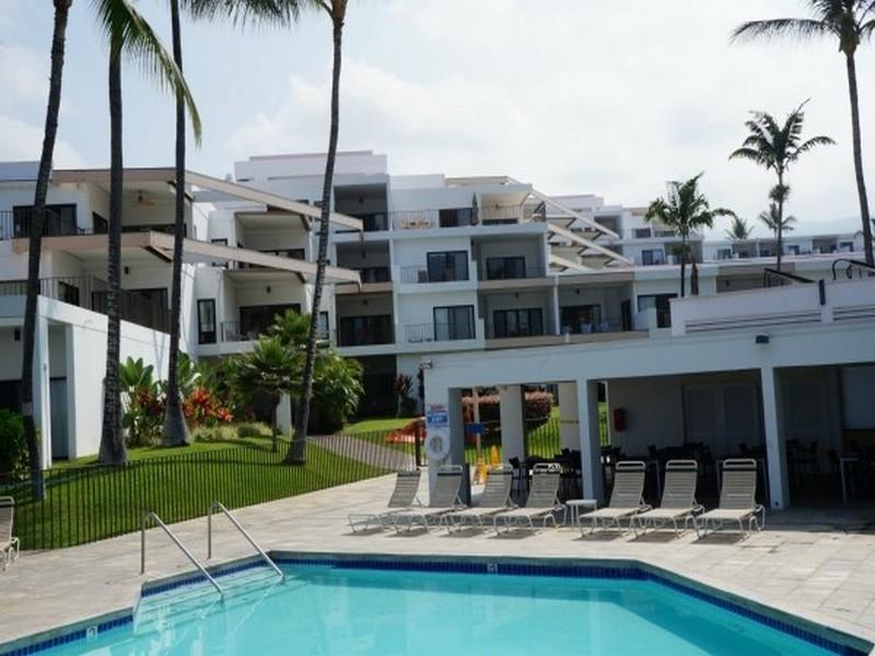 共管式独立产权公寓 为 销售 在 Royal Sea Cliff 75-6040 Alii Dr 601 纳市, 夏威夷 96740 美国