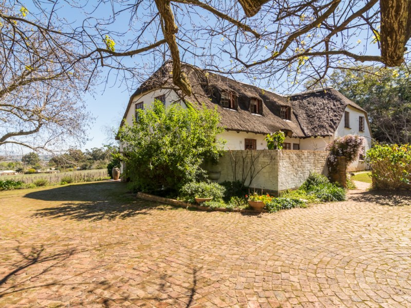 Ferme / Ranch / Plantation pour l Vente à English Country Charm Stellenbosch, Cap-Occidental 7600 Afrique Du Sud